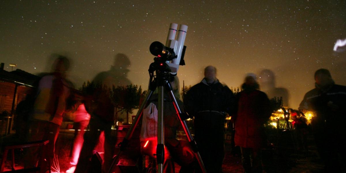 Observaciones astronómicas en la oscuridad