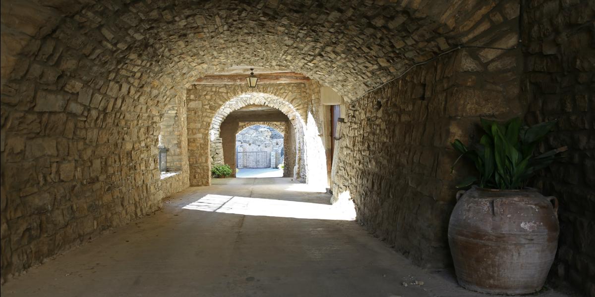 Pujalt i l'Astor, pedra i tradició