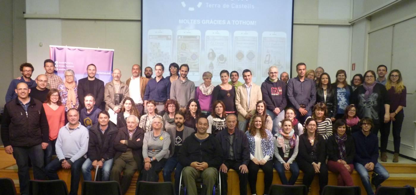 """80 persones voluntàries posen veu als personatges històrics de l'app """"Anoia, Terra de Castells"""""""